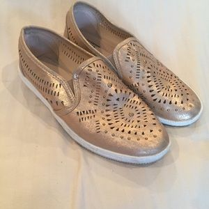 Sz 9 Avon Memory foam gold laser cut slipons